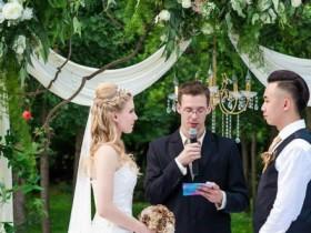 幽默证婚词 证婚人台词简单三句话