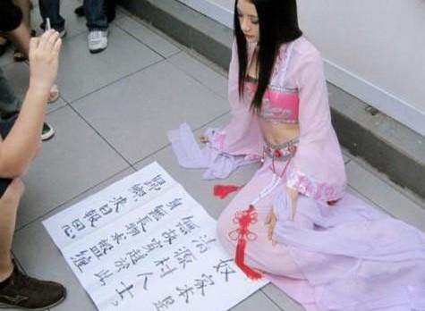 上海地铁惊现穿越女
